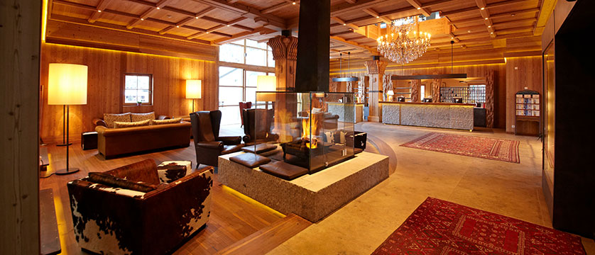 Italy_The-Dolomites-Ski-Area_Ortisei_hotel_adler_reception.jpg